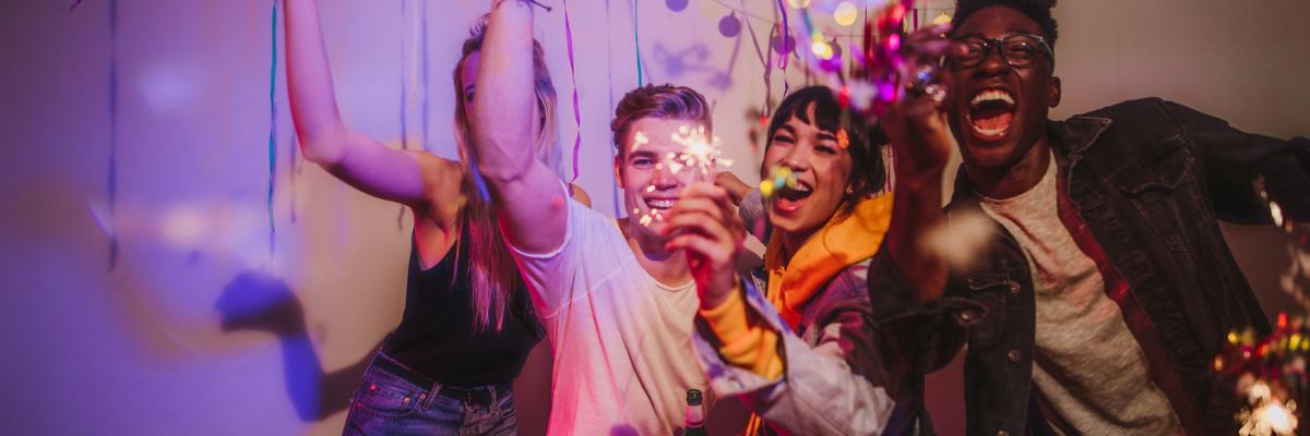 vecinos hacen ruido en una fiesta en casa