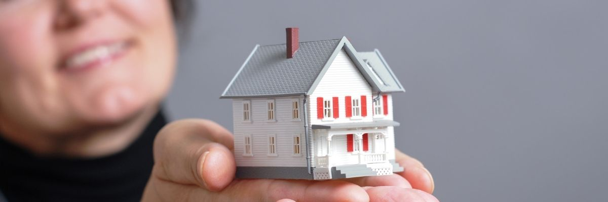 mujer vende su casa en nuda propiedad